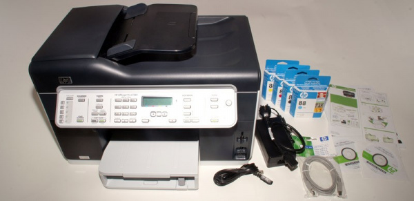 HP Officejet Pro L7580: Cartridges, installation instructions, driver-CD, TAE-cable, mains-adapter with cable, USB-cable.