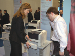 I show you: Bettina Horster presents new printers to DC.